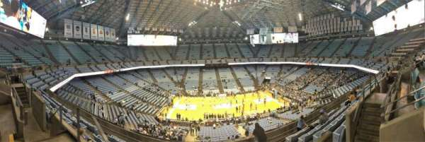 Dean E. Smith Center, secção: 208, fila: J