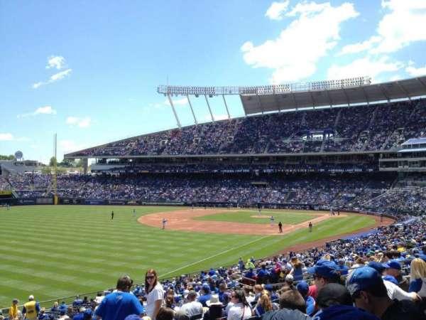 Kauffman Stadium, secção: 209, fila: NN, lugar: 7