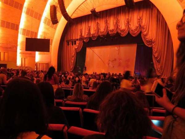 Radio City Music Hall, secção: Orchestra 2, fila: A, lugar: 205