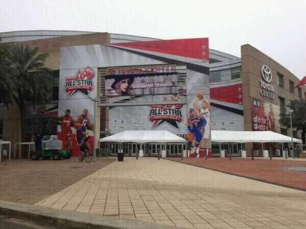 Toyota Center, secção: Outside