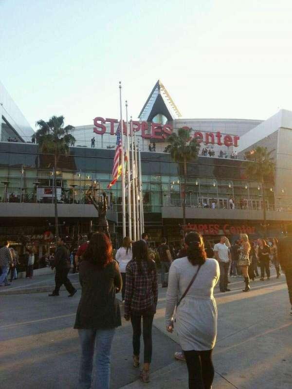 Staples Center, secção: Outside