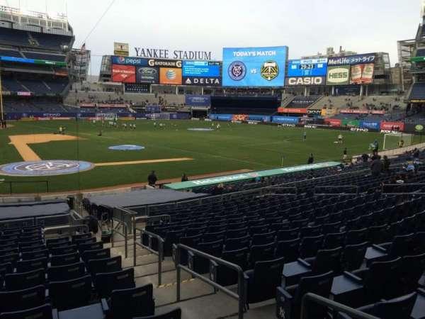 Yankee Stadium, secção: 117b, fila: 26, lugar: 2