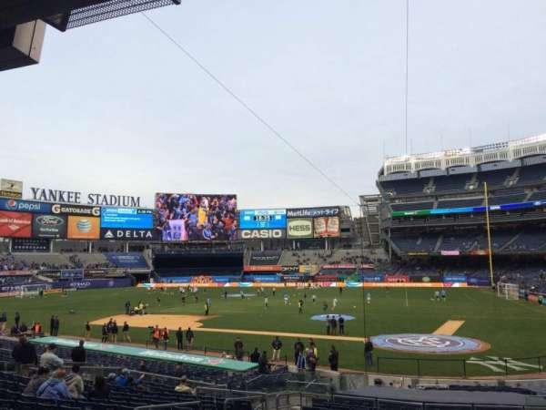 Yankee Stadium, secção: 121b, fila: 26, lugar: 6