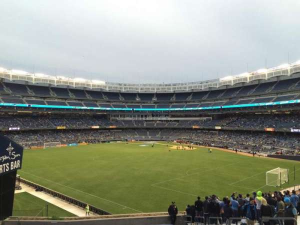 Yankee Stadium, secção: 239, fila: 24, lugar: Bleacher