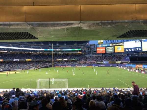 Yankee Stadium, secção: 112, fila: 30, lugar: 8