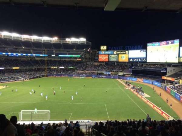 Yankee Stadium, secção: 212, fila: 19, lugar: 1