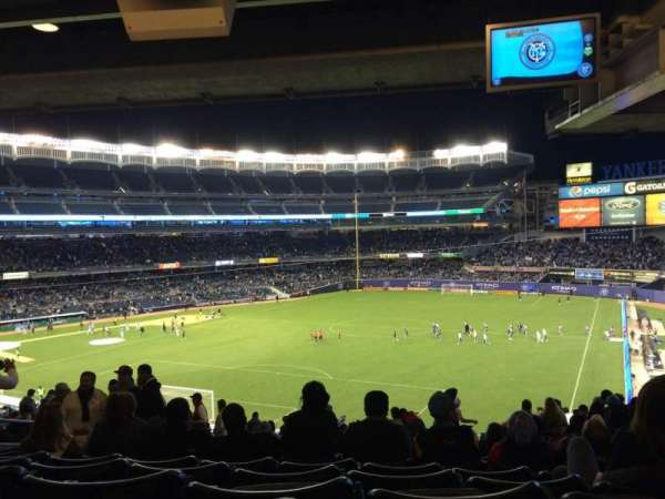 Yankee Stadium, secção: 210, fila: 22, lugar: 13