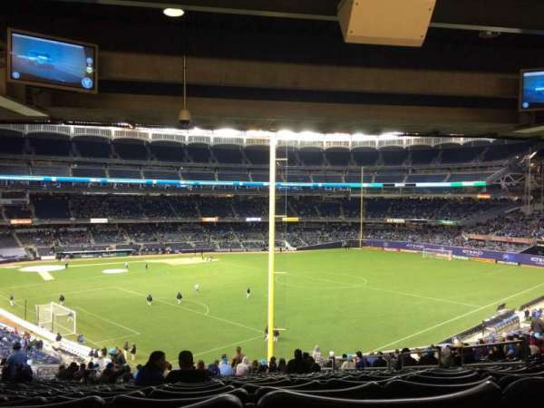Yankee Stadium, secção: 208, fila: 23, lugar: 9