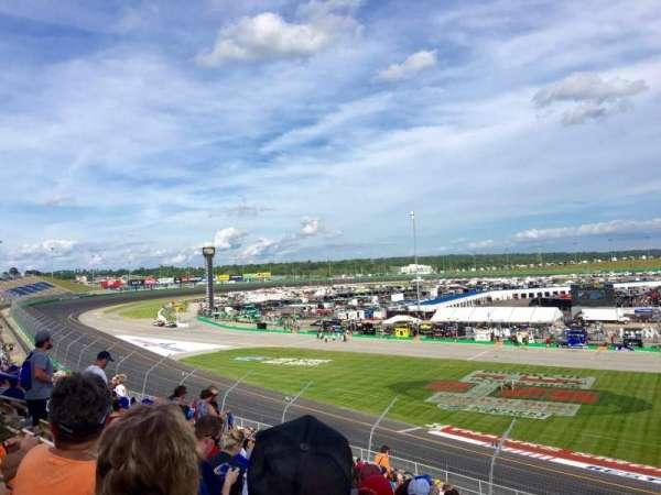 Kentucky Speedway, secção: Grandstand 4J, fila: 22, lugar: 5