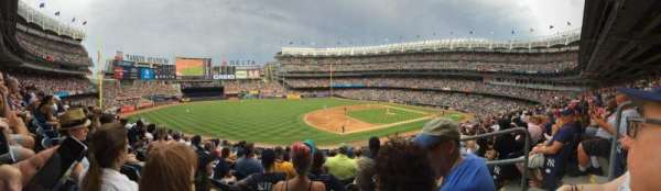 Yankee Stadium, secção: 017B, fila: 10, lugar: 3