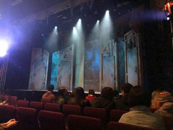 Alex Theatre, secção: Stalls, fila: E, lugar: 1