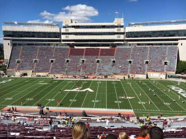 Lane Stadium, secção: 9, fila: UUU, lugar: 24