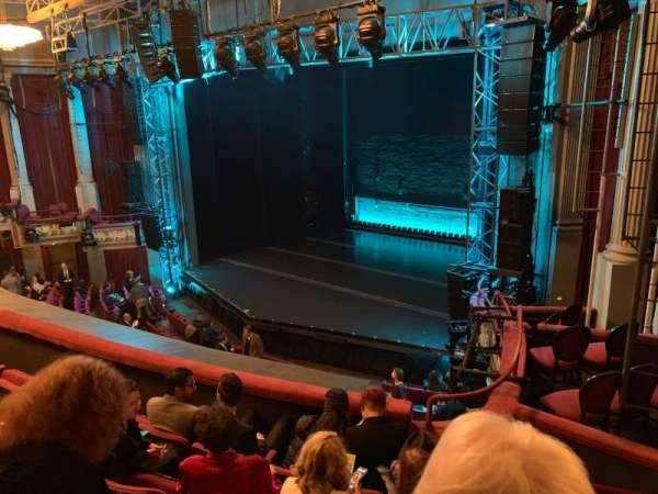 Broadhurst Theatre, secção: Mezzanine R, fila: E, lugar: 26