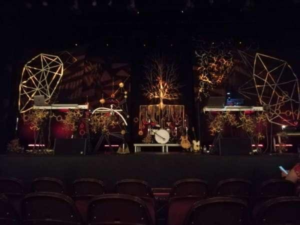 Lincoln Theatre, secção: Center Orchestra A-L, fila: B, lugar: 105