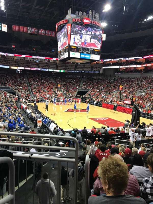 KFC Yum! Center, secção: 112, fila: R, lugar: 15