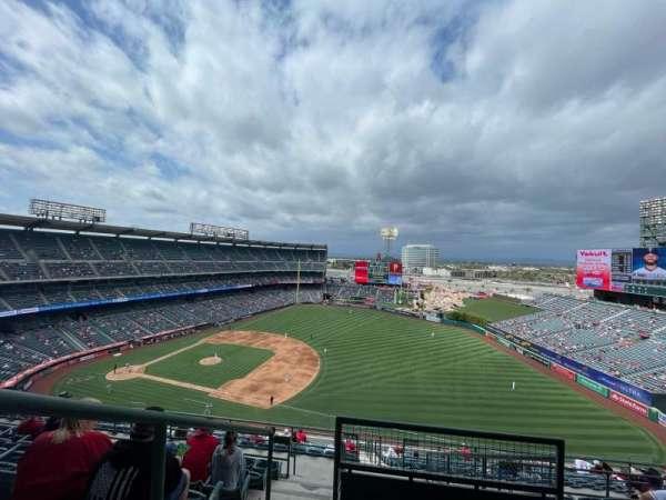 Angel Stadium, secção: V531, fila: J, lugar: 1