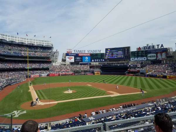 Yankee Stadium, secção: 218B, fila: 3, lugar: 12