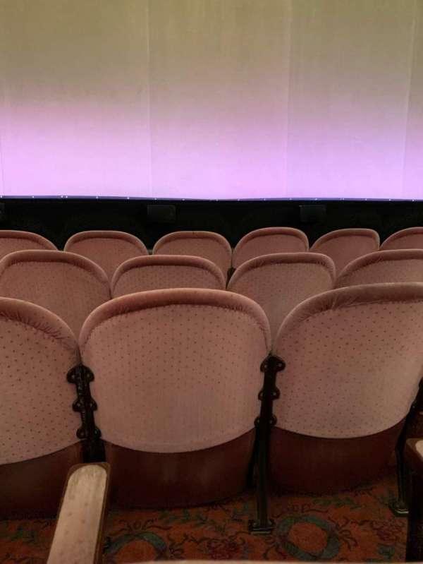 Noel Coward Theatre, secção: Stalls, fila: E, lugar: 17