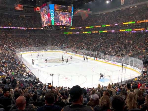 T-Mobile Arena, secção: 19, fila: W, lugar: 17