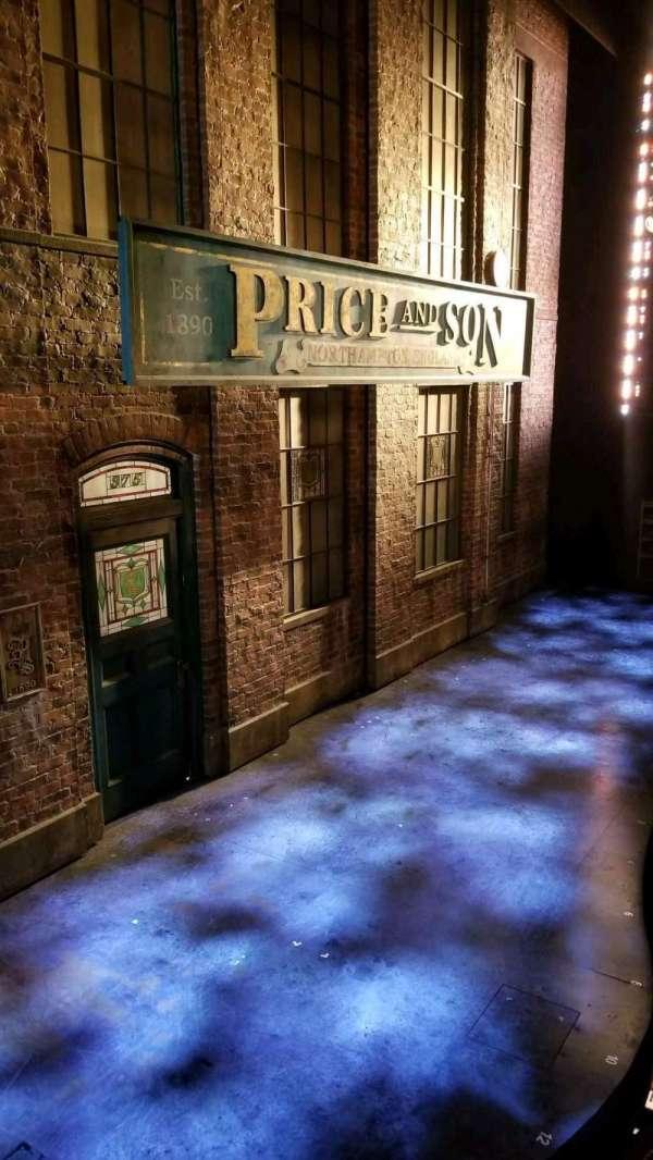 Al Hirschfeld Theatre, secção: Left Box, fila: AA, lugar: 1