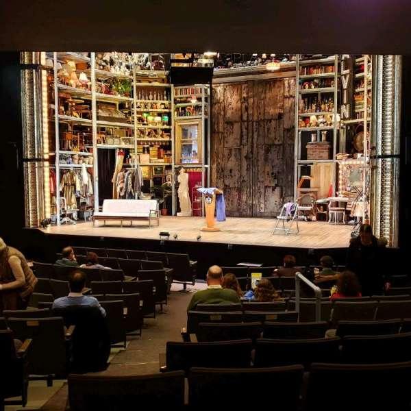Laura Pels Theatre, secção: Orch, fila: O, lugar: 8