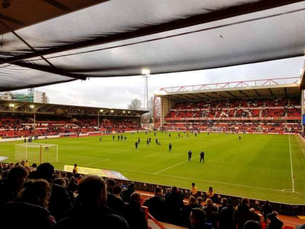 City Ground, secção: W2, fila: V, lugar: 76