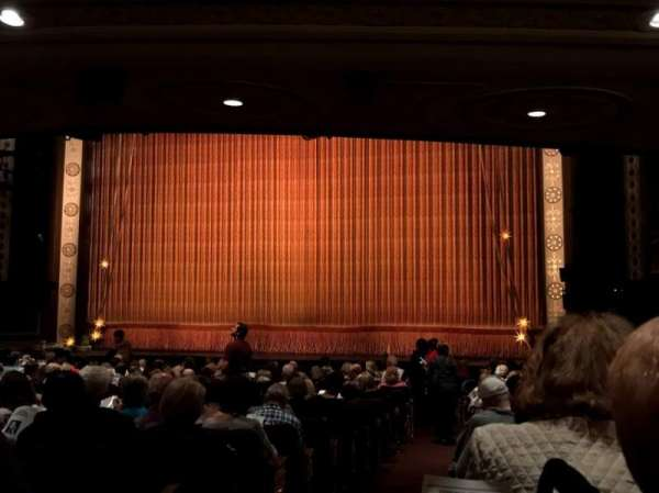 Imperial Theatre, secção: Orchestra R, fila: S, lugar: 6
