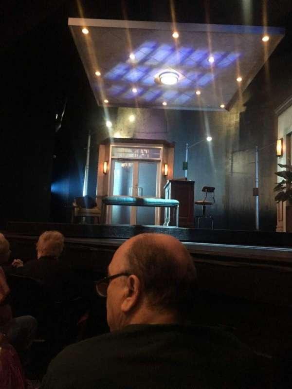 Hayes Theater, secção: Orchestra R, fila: D, lugar: 6