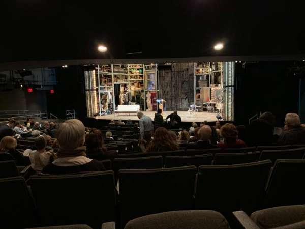 Laura Pels Theatre, secção: Orchestra, fila: Q, lugar: 8