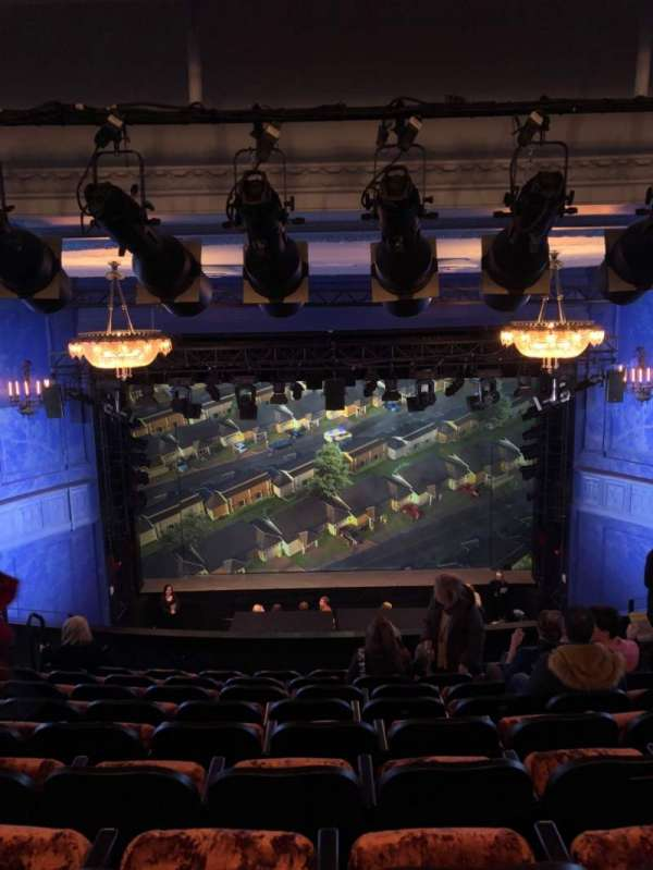 Hayes Theater, secção: Mezzanine C, fila: J, lugar: 206
