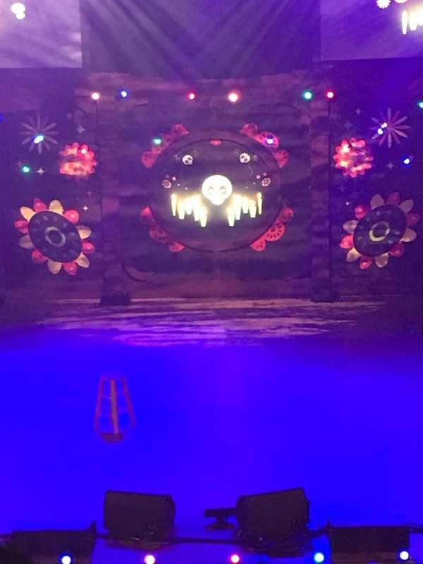 Tivoli Theatre, secção: BRC, fila: B, lugar: 102, 104, 106, 108