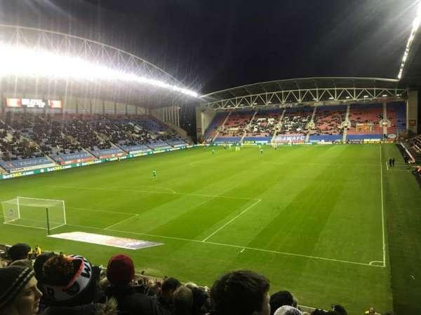 DW Stadium, secção: A2, fila: X, lugar: 22