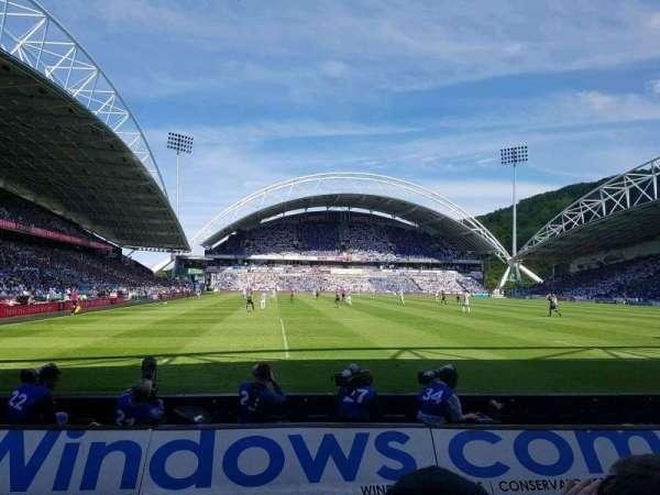 John Smith's Stadium, secção: CL05, fila: C, lugar: 113