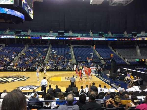 Greensboro Coliseum, secção: 110, fila: Ff, lugar: 8