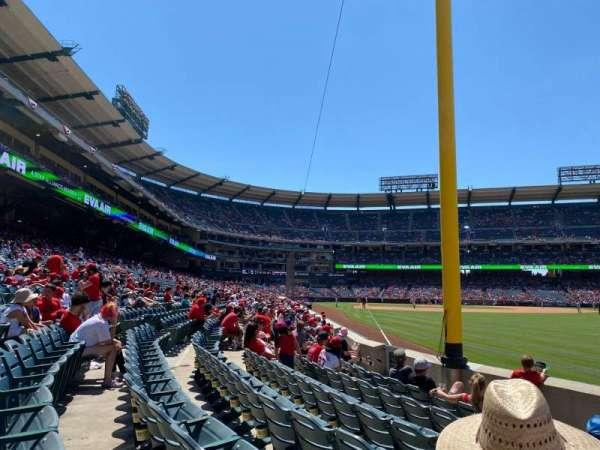 Angel Stadium, secção: 134, fila: F, lugar: 3
