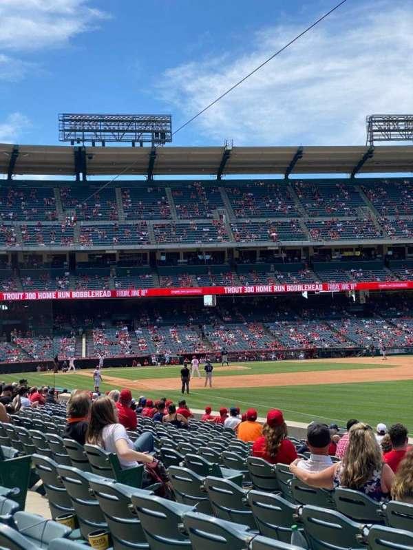 Angel Stadium, secção: 131, fila: N, lugar: 11