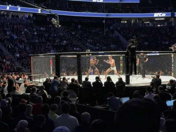 T-Mobile Arena, secção: 15, fila: DD, lugar: 3