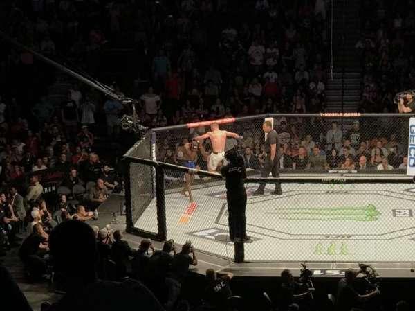 T-Mobile Arena, secção: 16, fila: S, lugar: 1