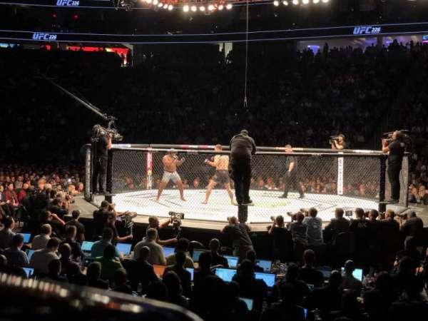 T-Mobile Arena, secção: 16, fila: C, lugar: 14