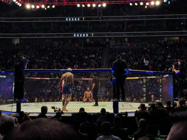 T-Mobile Arena, secção: 16, fila: CC, lugar: 3