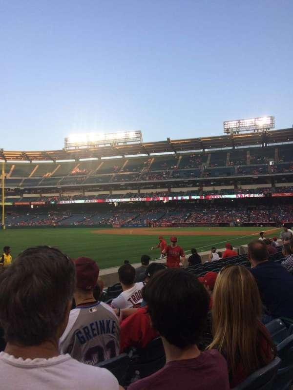 Angel Stadium, secção: F105, fila: G, lugar: 10