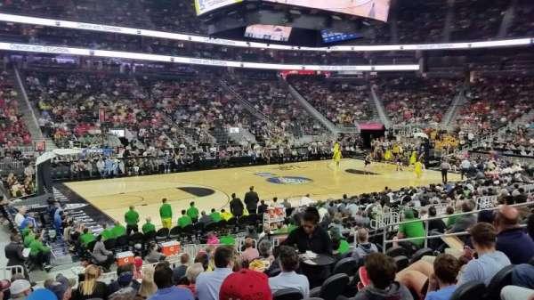 T-Mobile Arena, secção: 4, fila: L, lugar: 4