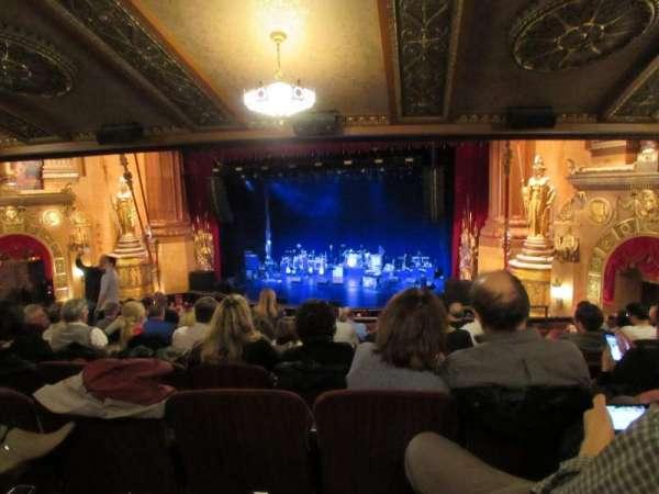 Beacon Theatre, secção: Loge 2, fila: H, lugar: 24