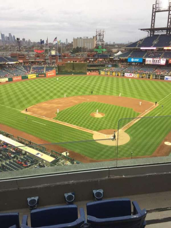 Citizens Bank Park, secção: 322, fila: 3, lugar: 2