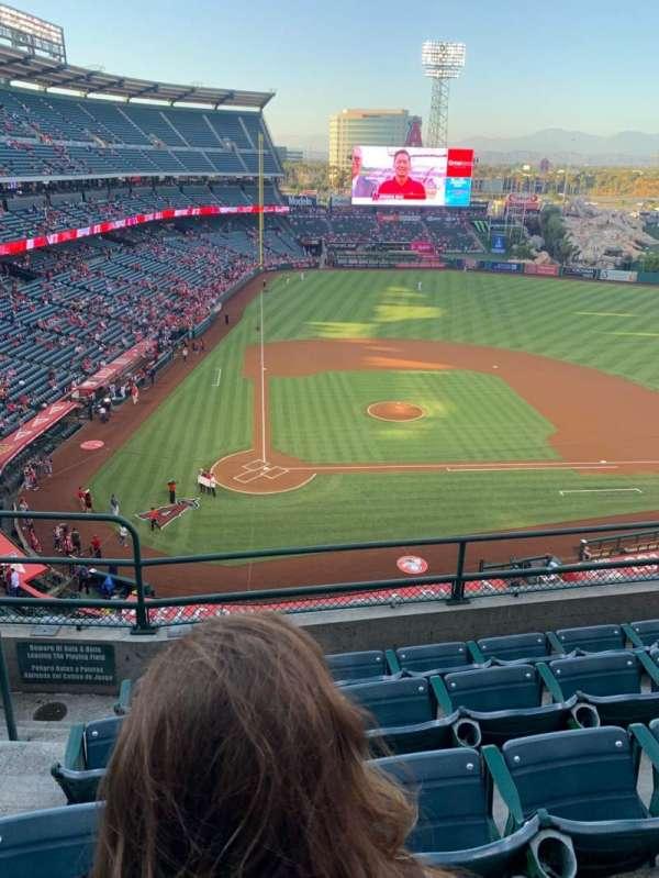 Angel Stadium, secção: V423, fila: E, lugar: 2