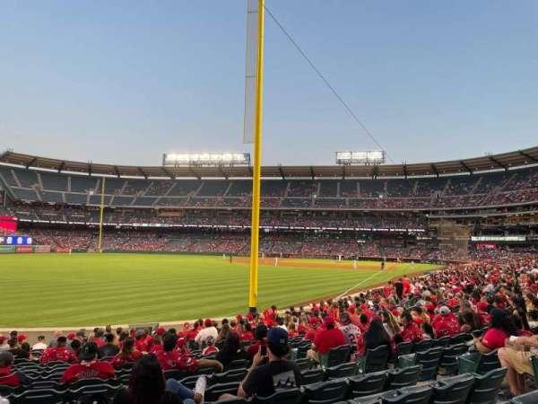 Angel Stadium, secção: 102, fila: S, lugar: 15