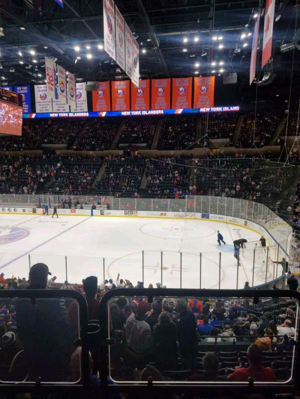 Nassau Veterans Memorial Coliseum, secção: 128, fila: 10, lugar: 1