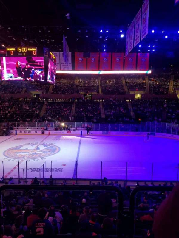 Nassau Veterans Memorial Coliseum, secção: 102, fila: 10, lugar: 1