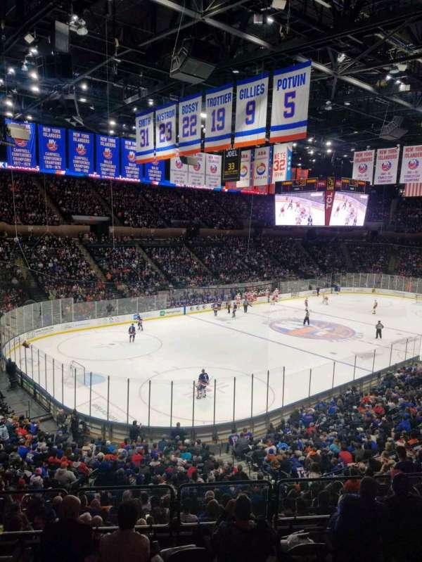 Nassau Veterans Memorial Coliseum, secção: 208, fila: 10, lugar: 1