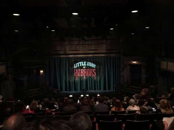 Westside Theatre, secção: Orchestra, fila: R, lugar: 105